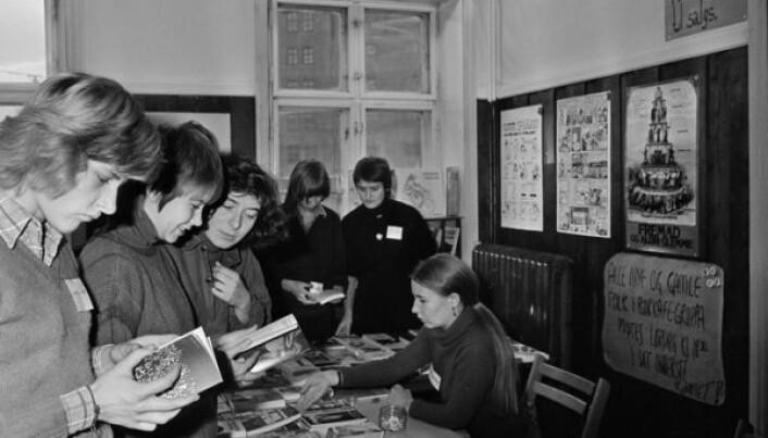 Yrende liv på Kvinnehusets åpningsdag i desember 1975.