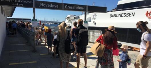 Lange båtkøer i det fine været. Ruter ber folk velge alternative reisetider og -steder