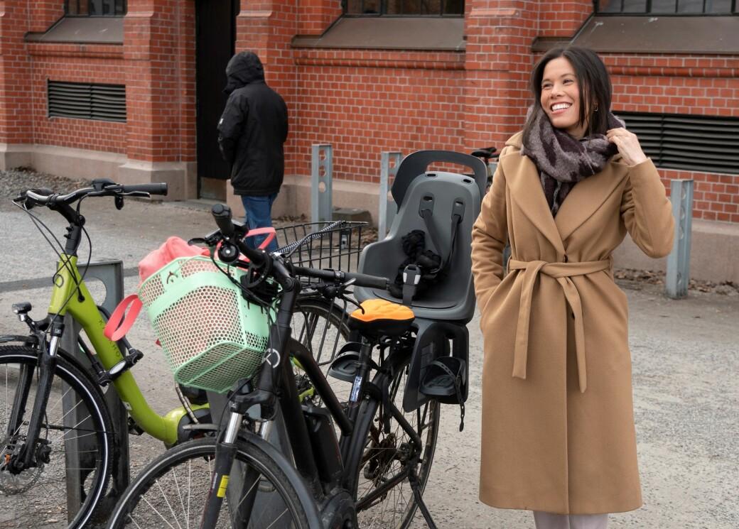 – I dag gir staten ut mange hundre tusen i avgiftslette til de som kjøper seg nye elbiler, men man får ikke en krone om man kjøper en elsykkel, sier Lan Marie Berg (MDG).