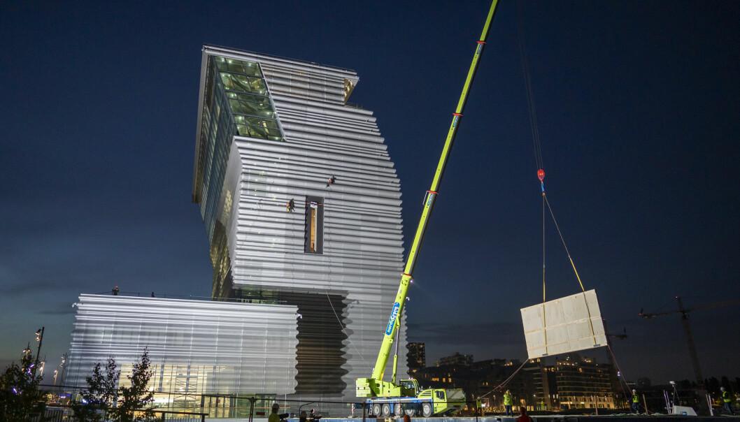 På siden av det nye Munchmuseet er det en stor vertikal åpning hvor de store maleriene vil bli sluset inn gjennom. Rommet på innsiden strekker seg over to etasjer.