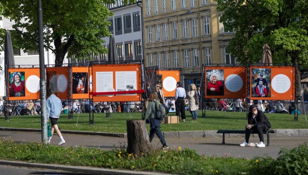 — Mennesker er sultne på inspirasjon nå, sier Iffit Qureshi om utstillingen som blir stående på Alexander Kiellands plass til ut august.