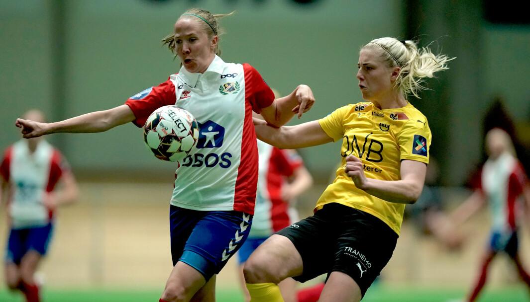 Lyns Maja Nordahl mot LSKs Sophie Romàn Haug under Toppserien i fotball for kvinner mellom LSK Kvinner og Lyn i LSK hallen. Foto: Stian Lysberg Solum / NTB