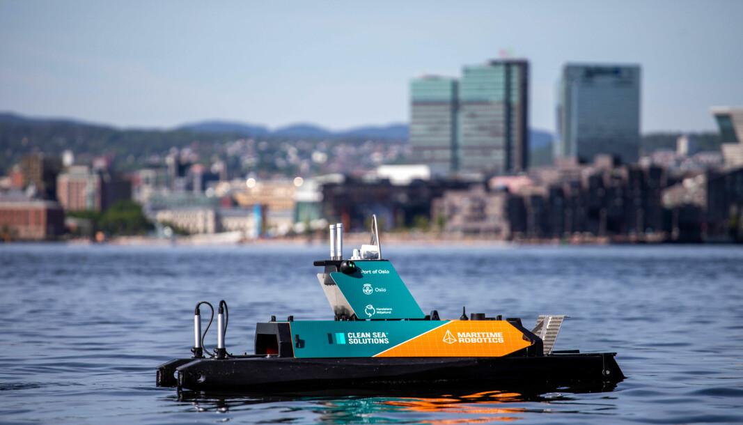 Dronen er den første i sitt slag i verden som kan operere helt autonomt med å rydde opp marint plastavfall i Oslos havnebasseng.