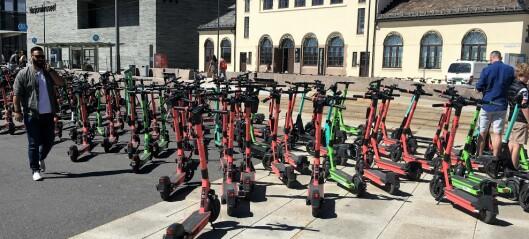 Lime skal rydde vekk feilparkerte elsparkesykler på Rådhusplassen og Aker Brygge denne helgen