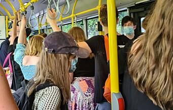 Fullt på busser til strender ved Bunnefjorden. Passasjerer til øyene frakjørt ved Rådhuskaia