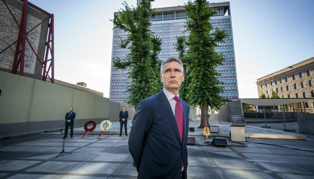 Tidligere Ap-leder Jens Stoltenberg var til stede ved regjeringskvartalet under markeringen av at det var ni år siden terrorangrepet mot regjeringskvartalet og Utøya. Foto: Heiko Junge / NTB