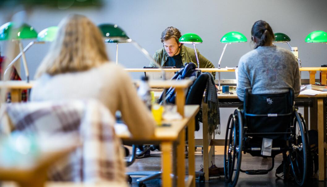 En trang økonomi påvirker den psykiske helsen, og kan dermed påvirke studieprestasjonene, skriver SV.