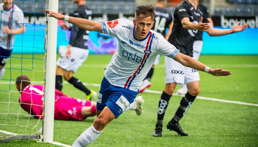 Vålerengas Henrik Udahl jubler etter 0-1 målet under eliteseriekampen i fotball mellom Viking og Vålerenga på Viking stadion. Foto: Carina Johansen / NTB