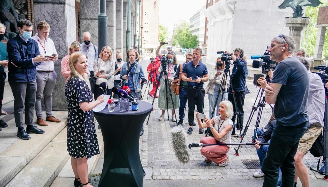Stor interesse rund hva Rødts gruppeleder i bystyret, Eivor Evenrud, hadde å komme med under pressekonferansen i Rådhusets Borggård.