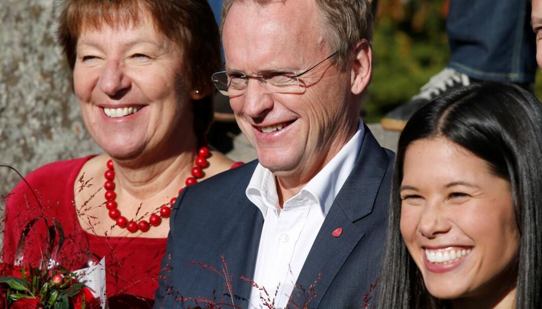 Marianne Borgen (SV), Raymond Johansen (Ap) og Lan Marie Berg (MDG) etter at byrådserklæringen i Oslo ble lagt fram på Østmarkssetra høsten 2015. Foto: Vidar Ruud / NTB