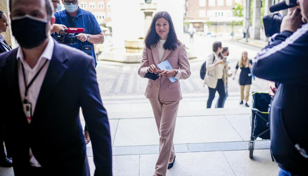 Lan Marie Nguyen Berg (MDG) møter pressen i Oslo rådhus onsdag etter at det ble klart at byrådet går av som følge av mistillitsforslaget henne.