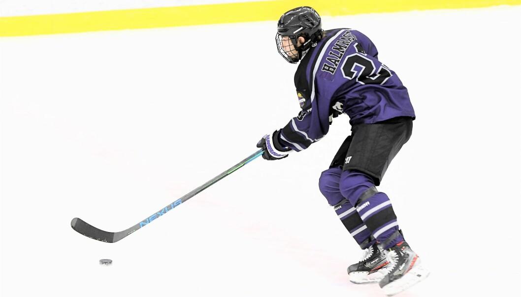 Supertalentet Leo Halmrast (18) bytter ut norsk hockey med svensk før neste sesong.
