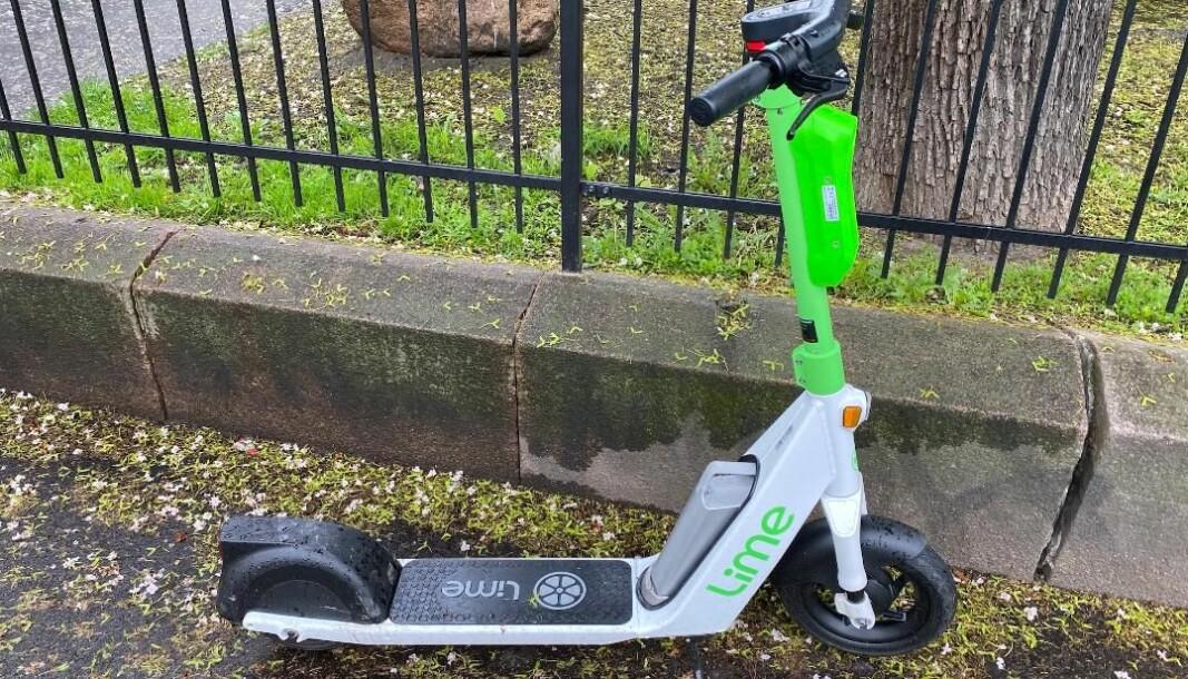 Flere hundre elsparkesykler av denne typen måtte trekkes tilbake av Lime fordi de var for lange.