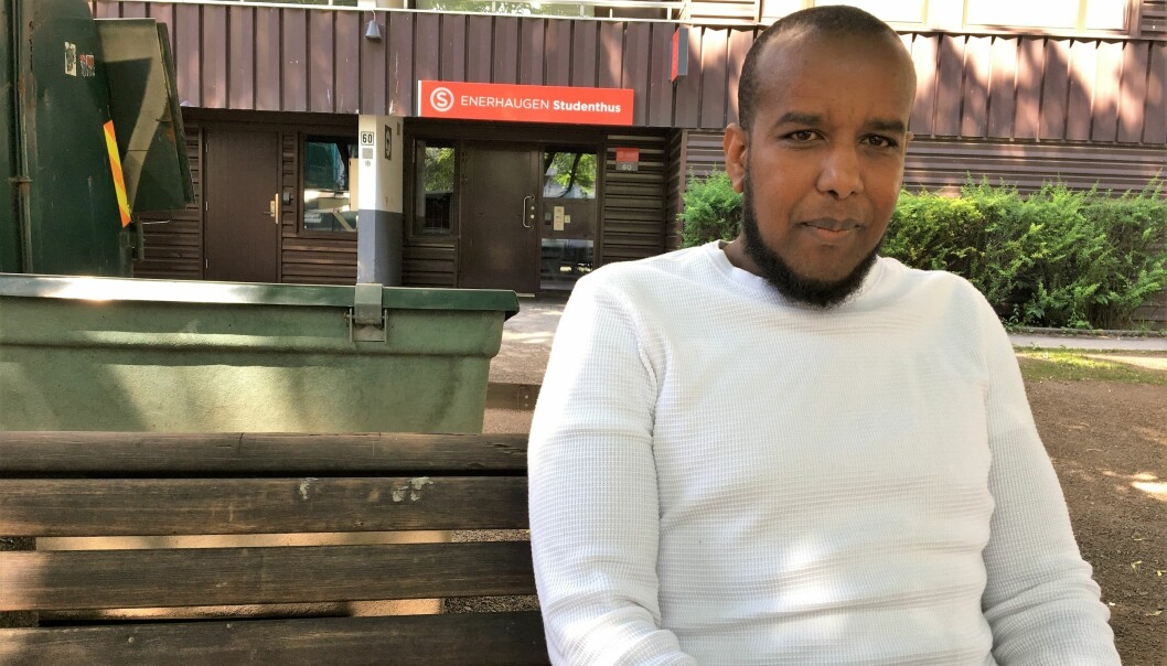 Abdi Sheikh (34) skryter av det gode nærmiljøet på Tøyen. Nå blir alt satt på hodet.