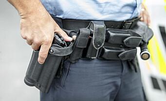 - Politiet måtte bevæpne seg på sju oppdrag i natt der folk brukte pistol, kniver eller slagvåpen