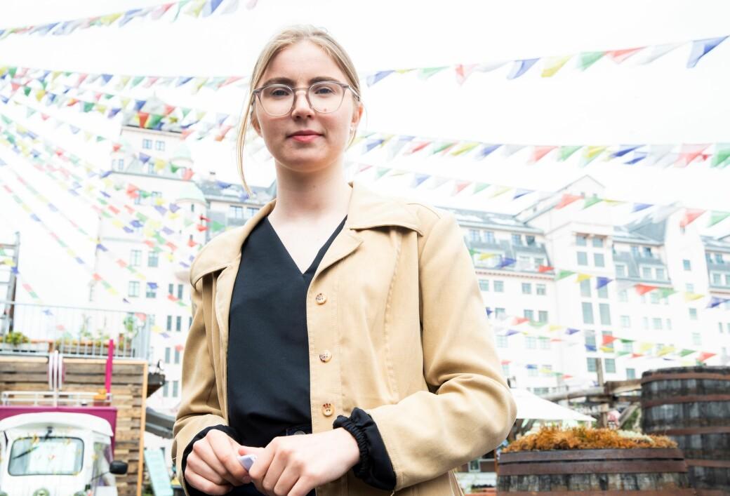 — Jeg er veldig for elbil på bygda. Men i byene så må vi kunne snakke om ikke å planlegge byen rundt bilen, sier Hulda Holtvedt i Grønn Ungdom.