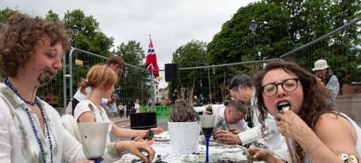 Extinction Rebellion aksjonerte og sperret Ankerbrua: - Vi kan ikke spise oljepenger