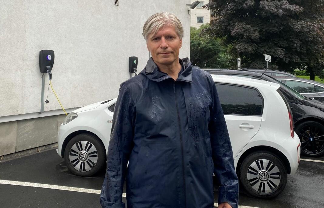 Elbilen bak Venstre-politiker Ola Elvestuen skal ut av Oslo, mener MDG i sitt siste utspill. — Ebilen er en del av byen. Mange som har bil i Oslo er helt avhengig av den, svarer Elvestuen.