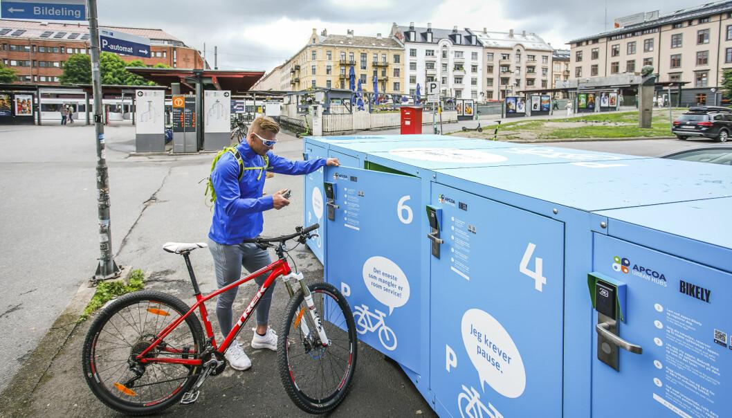 Her kan du sette fra deg sykkelen, jakka og bagen din for en tier i timen.
