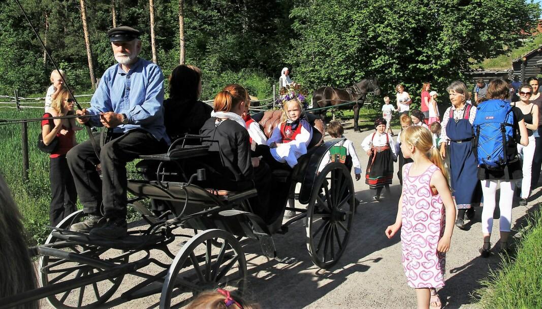 I kveld kan ung og gammel feire sankthansaften på folkemuseet på Bygdøy.