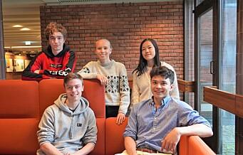 Dorde (19) fra Grünerløkka deltar i olympiaden i fysikk og astronomi. Med seg i realfags-OL har han fire Oslo-elever