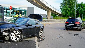 Bil prøvde å stikke fra politiet på Østre Aker vei, kjørte inn i en politibil i Risløkkalleen