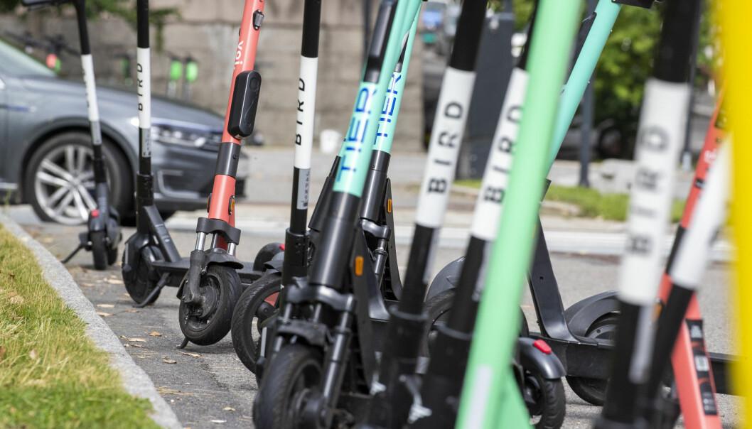 Et flertall av Oslos innbygger vil ikke forby elsparkesykler, men støtter en strengere regulering.