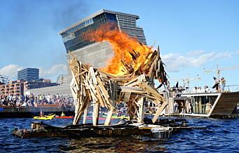 Sankthans-feiring i Bjørvika: En hest laget av gjenbruksmaterialer gikk opp i røyk