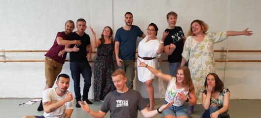 Terje har ledige plasser på Impro Tøyens sommerskole: — For deg som liker å ha det gøy!