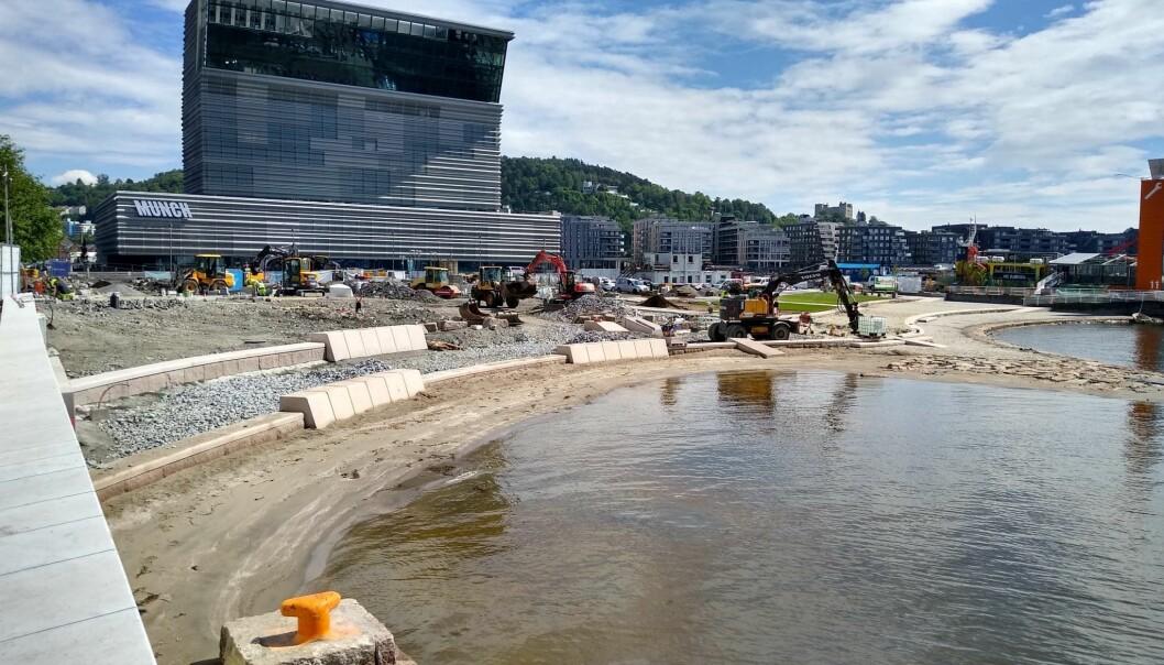 Det har vært hektisk arbeid med å få alt ferdig de siste ukene. Men fredag er alle anleggsmaskiner borte og Operstranda åpnes.