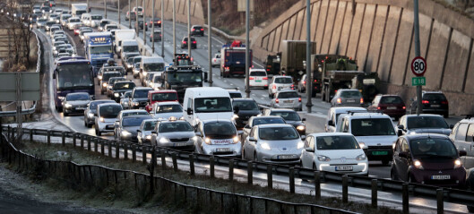 Elbiler skaper forsinkelser for bussen. Nå innstrammes kravene til passasjer for å kjøre i kollektivfeltet