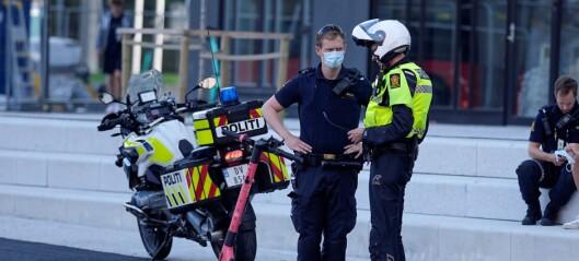 Elsparkesyklist til sykehus og bil fikk knust frontrute i kollisjon ved Storo senter