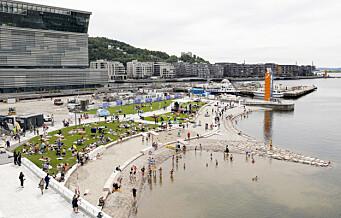 Her bader folk fra Operastranda. Byens nyeste attraksjon er en knallsuksess fra første stund!