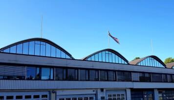 Under takene til Stavanger staal, nær Økernsenteret, drives diverse småproduksjon. Trolig skal bygget rives.