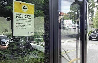 Ruter åpner fordørene på bussen igjen: - Uansvarlig før alle sjåfører er vaksinert, svarer fagforeningen
