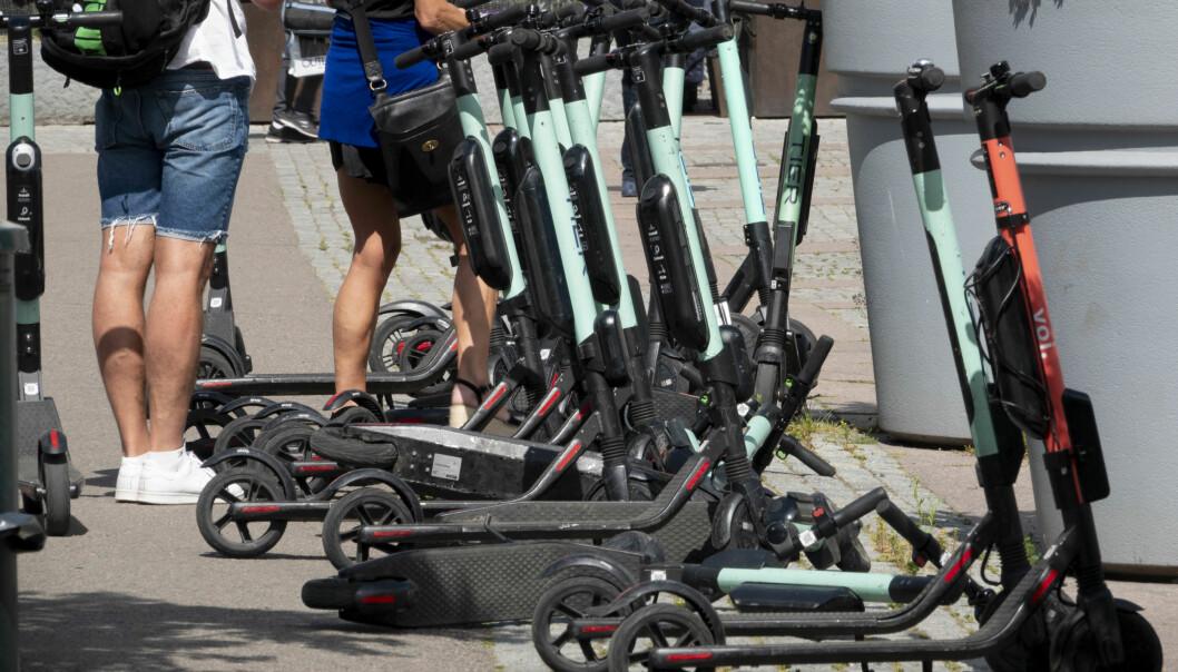 Et flertall ønsker et forbud mot å kjøre elsparkesykler på fortau i Oslo. Foto: Geir Olsen / NTB