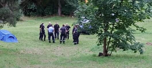 Jorun (55) ble eskortert vekk fra Langøyene av ni politibetjenter. Se videoen