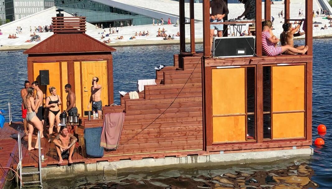 Fantastiske forhold og en av årets varmeste dager ved åpningen av det nye badeanlegget ved Operaen.