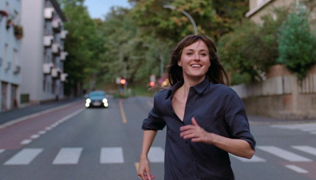 Renate Reinsve hr skrevet seg inn i filmhistorien ved å vinne pris som beste kvinnelige skuespiller i Cannes for prestasjonen som Julie i filmen