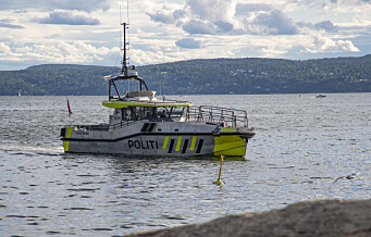 Stor redningsaksjon i natt etter at en tom seilbåt lå og slo i fjæra ved Katten. To personer funnet på Husbergøya