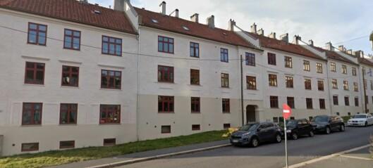 Nødetatene rykket ut til Strømstadgata: En person til legevakt etter røykutvikling i kjeller