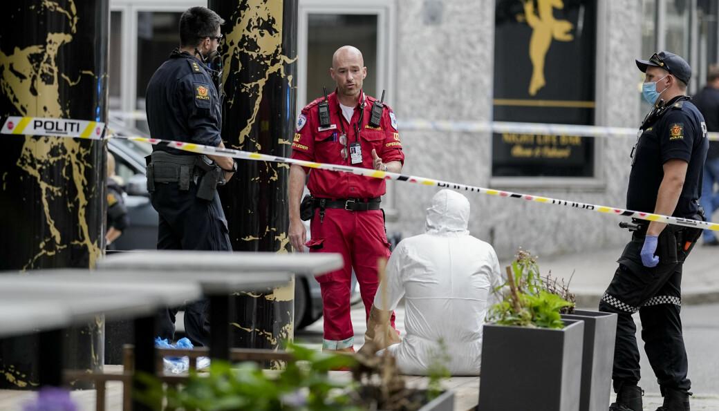 Nødetatene i Tordenskiolds gate der en 41-åring skjøt og drepte sin 39 år gamle tidligere kamerat mandag ettermiddag. Foto: Fredrik Hagen / NTB