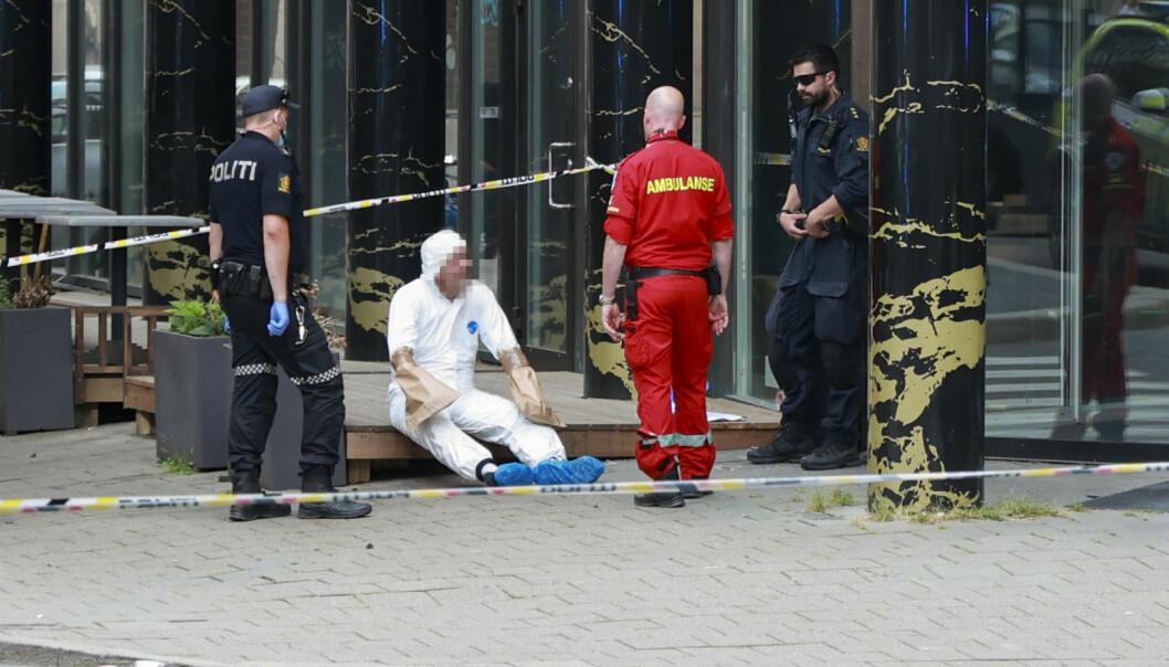Nødetatene i Tordenskiolds gate der en person ble skutt mandag ettermiddag. Foto: Fredrik Hagen / NTB