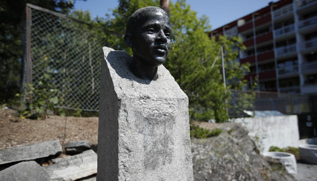 Minnesmerket over Benjamin Hermansen har blitt tagget ned, to dager før tiårsmarkeringen av 22. juli. Foto: Beate Oma Dahle / NTB