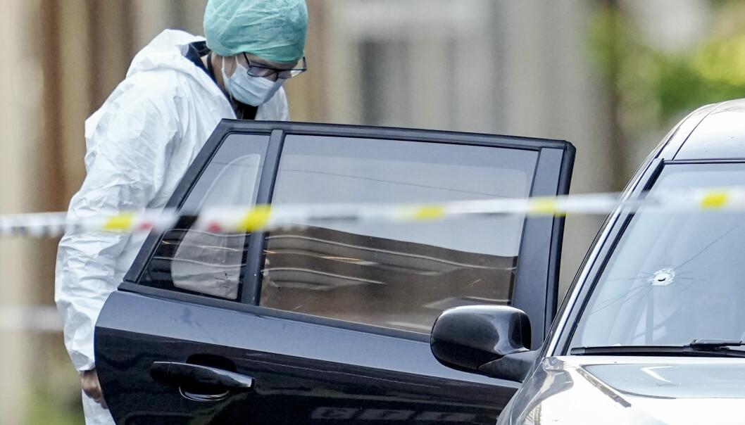 Krimtekniker i Tordenskiolds gate i sentrum der en mann ble skutt og drept mandag ettermiddag. Foto: Fredrik Hagen / NTB