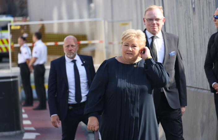 Solberg i regjeringskvartalet: – Vi må ikke la hatet stå uimotsagt