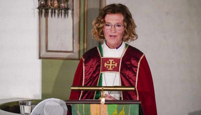 Kari Velteberg under gudstjenesten i Oslo domkirke, 10 år etter terrorangrepet 22. Juli 2011. Foto: Torstein Bøe / NTB