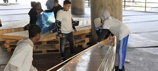 Sommerjobb: Kajakkbygger. Ungdom på Grønland fikk en myk start på arbeidslivet