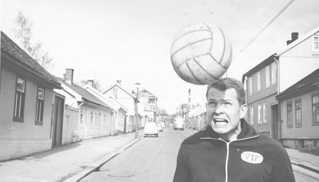 Einar Bruno Larsen var ikke bare et stort talent i fotball, men også i ishockey, bandy og håndball.