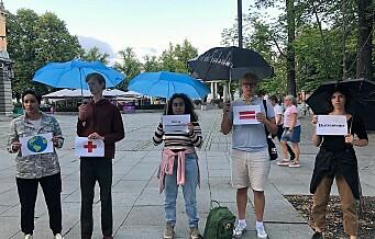 Røde ungdommer klimaprotesterte utenfor Høyres hus i Stortingsgata. – Klimaendringene er farlige
